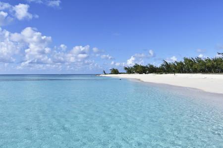 Idyllic tranquil blue ocean and sunny beach 01