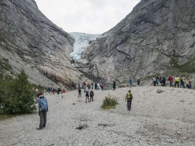 Tourists at Jostedalsbreen Glacier 01