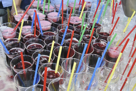 Multi colored straws in cocktails 01