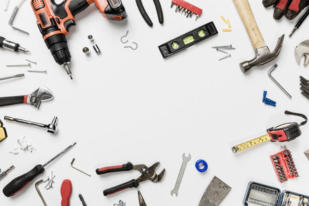 View from above tools in circle on white background   knolling 01