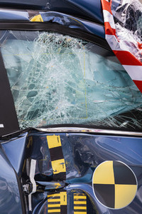 Smashed window of crash test car 01
