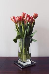 Red tulip bouquet in vase 01