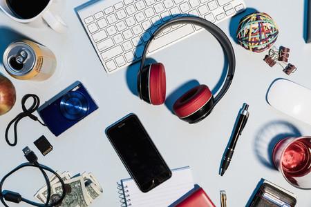 View form above headphones 01