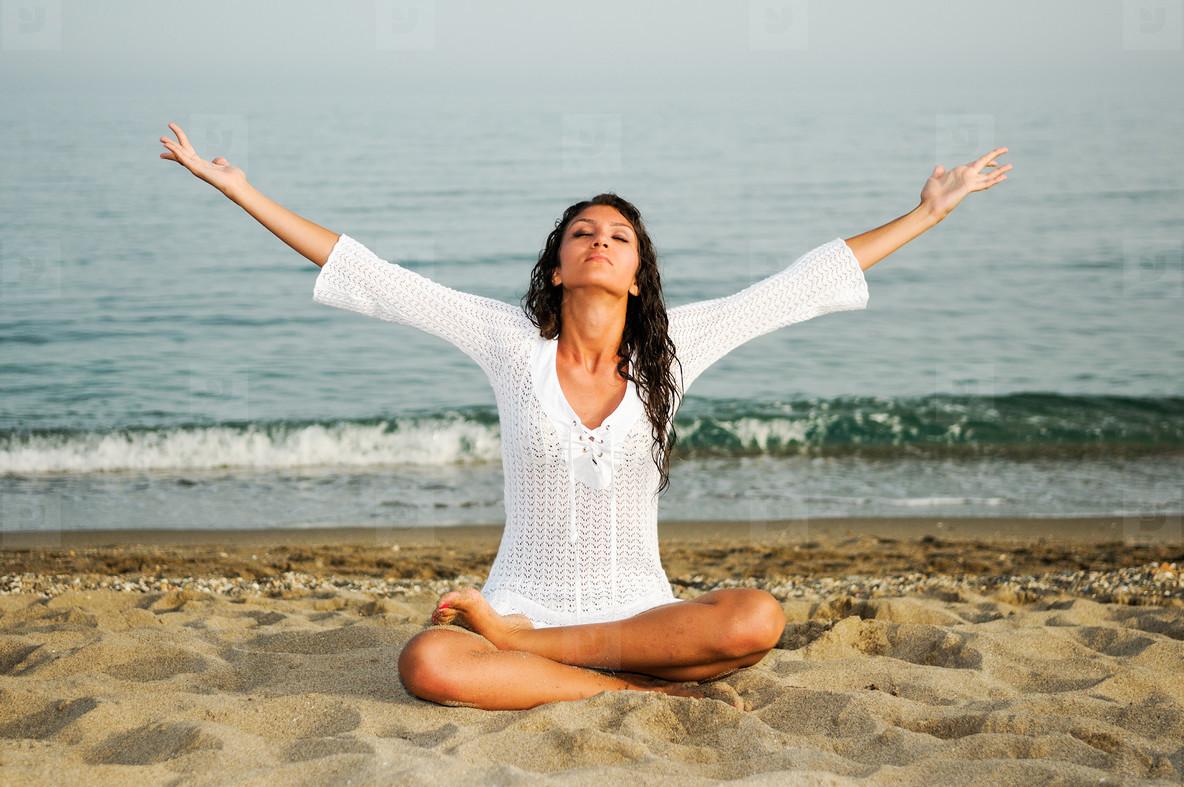 woman yoga ile ilgili görsel sonucu