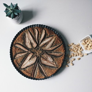 Wholegrain pear cake with almond