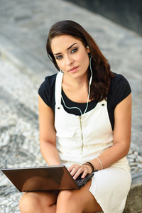 Young businesswoman wearing casual clothes working outdoors