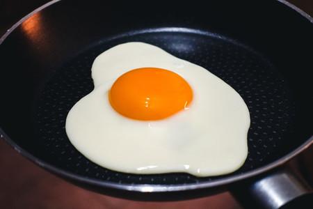 Sunny side up egg on pan
