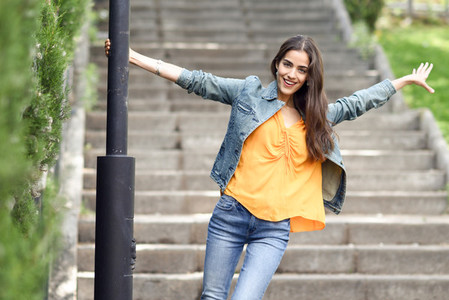 Woman with nice hair wearing casual clothes in urban background