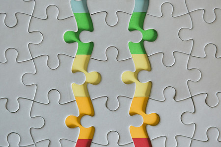 Multicolored edges of connected jigsaw puzzle pieces