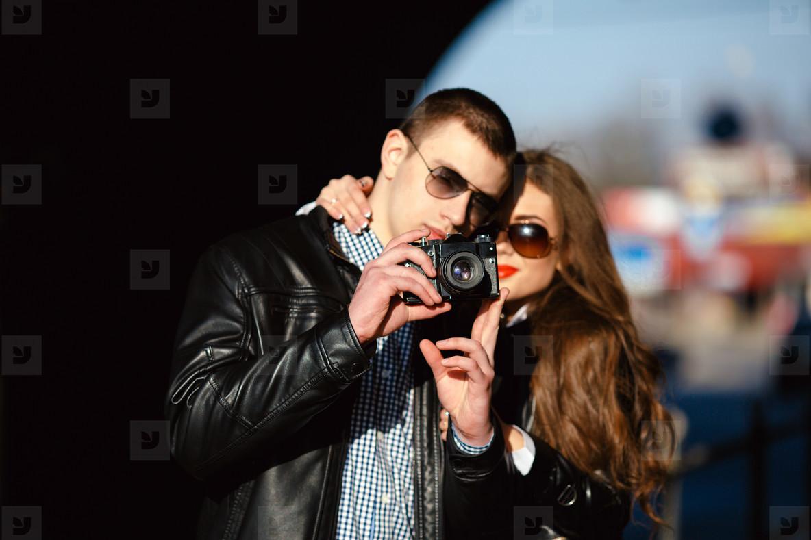 couple makes photo