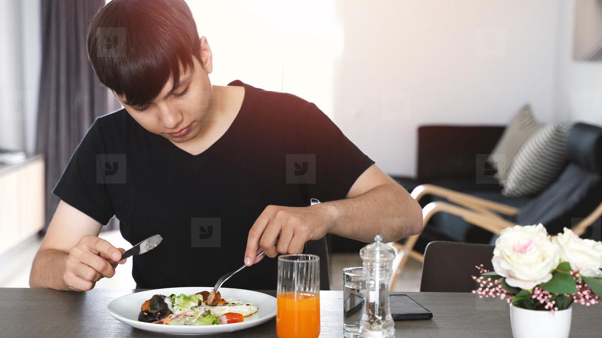 man eating healthy breakfast
