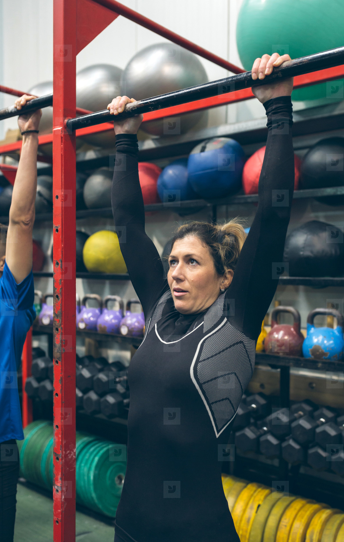 Woman ready to do pull ups in the box