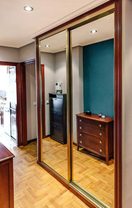 Built in wardrobe with mirror doors