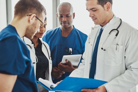 Doctors having a conversation