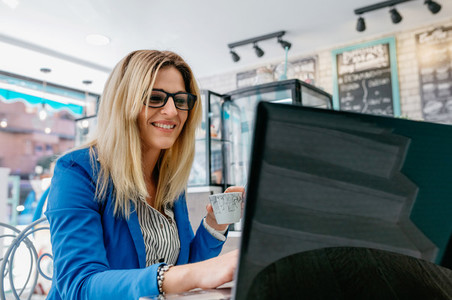 Woman drinking coffee and chatting with the laptop
