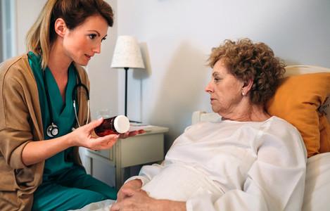 Female doctor explaining posology