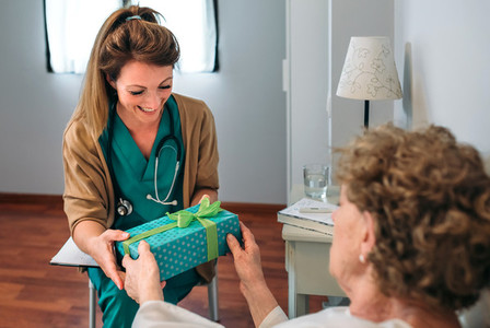 Senior patient giving a gift to her doctor