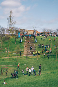 Public and runners in a extreme obstacle race on park