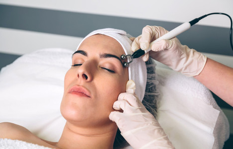 Woman getting rf lifting around of eyes in clinic