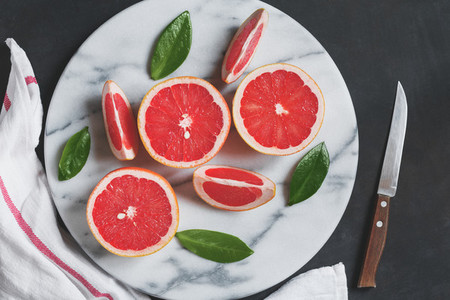 View from above of the white marble tray with grapefruits