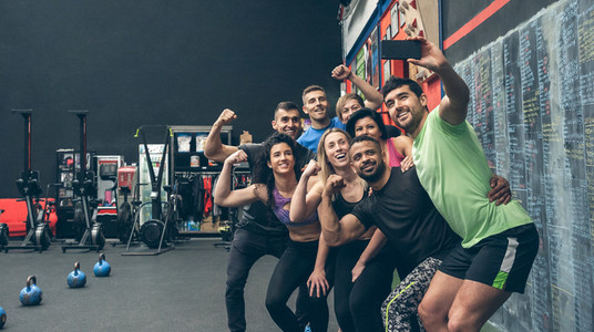 Athletes taking a selfie with the mobile in the gym