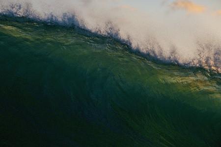 Full frame ocean wave tunnel