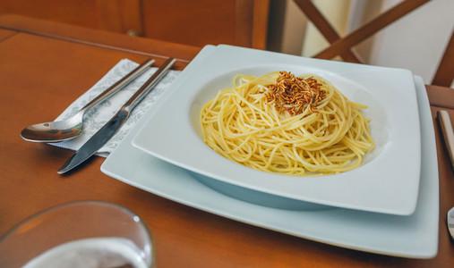 Spaghetti with worms dish