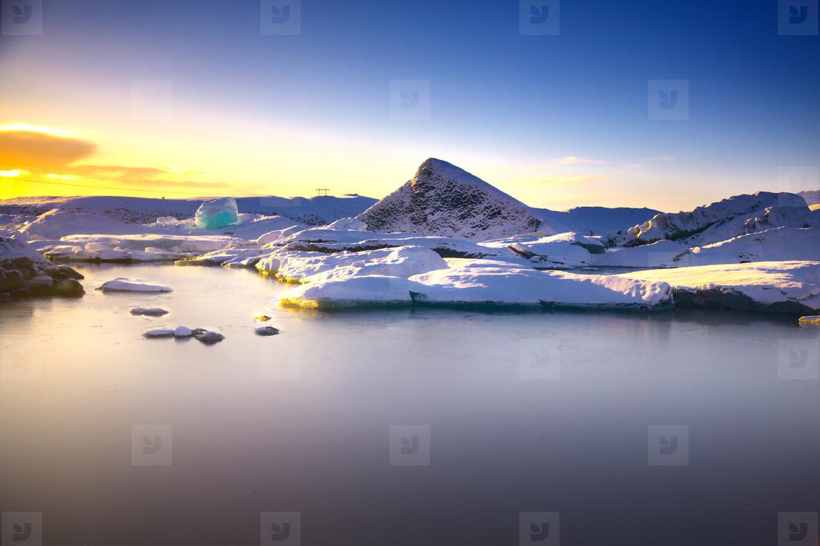 J  kuls  rl  n  Iceland