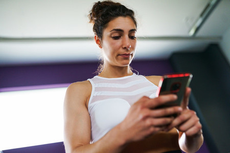 Woman consulting her training on her smartphone