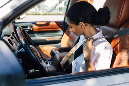 Female driver buckling belt