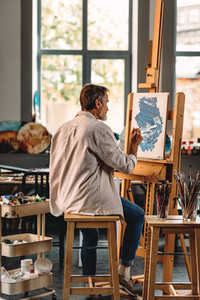 Back view of a senior artist