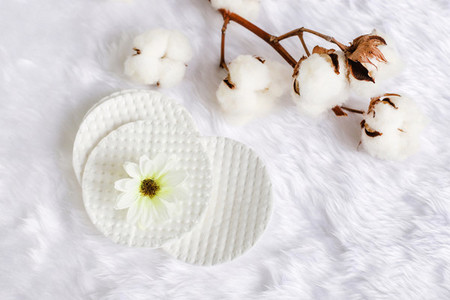 Cotton facial pads for removal makeup with natural cotton flower