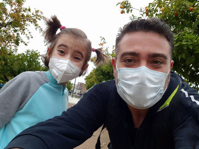 Father and daughter wearing FFP2 and N95 masks on the street