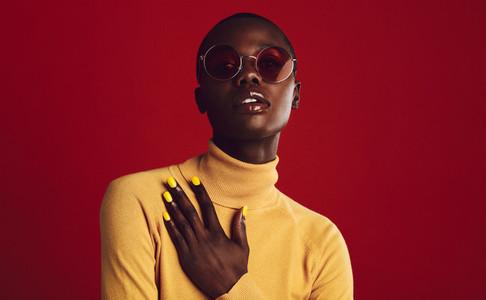 Stylish african woman posing in sunglasses