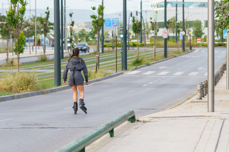 Young girl skating in the street at the end of the period of compulsory confinement