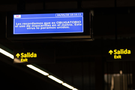 Illuminated sign inside a train station indicating that the use of a mask is mandatory on the train