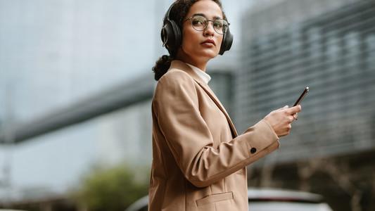 Businesswoman crossing the city street