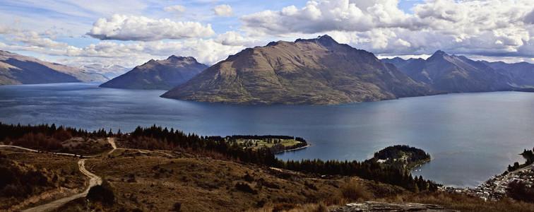 Scenic view Lake Wakatipu and mountains