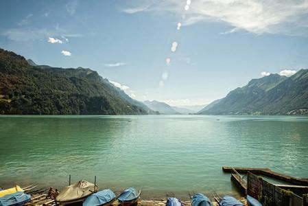 Idyllic turquoise lake and mountains