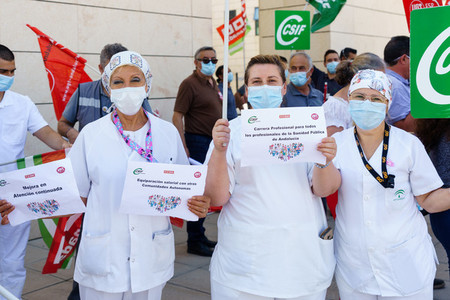 Health workers demonstrating for their rights and working conditions