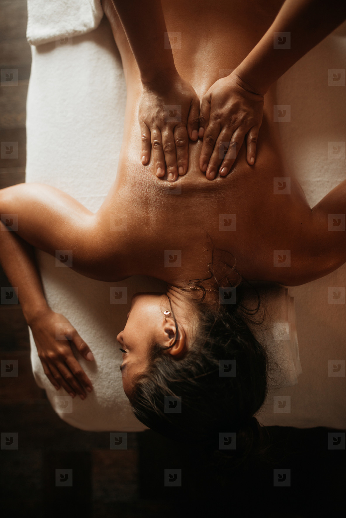 Relaxing oil massage for the back