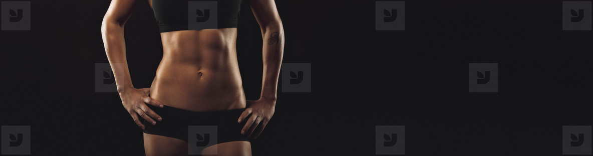 Woman fit sixpack abs