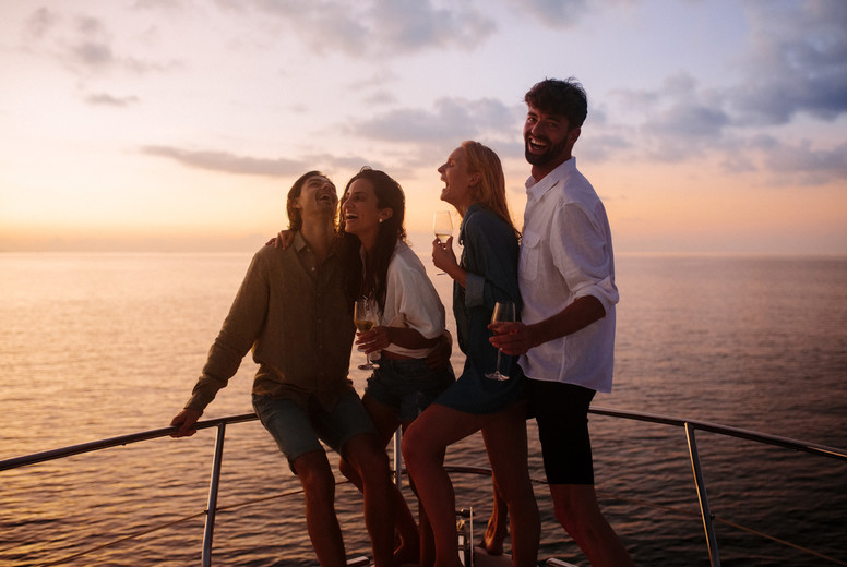 Memorable holiday with friends on a boat