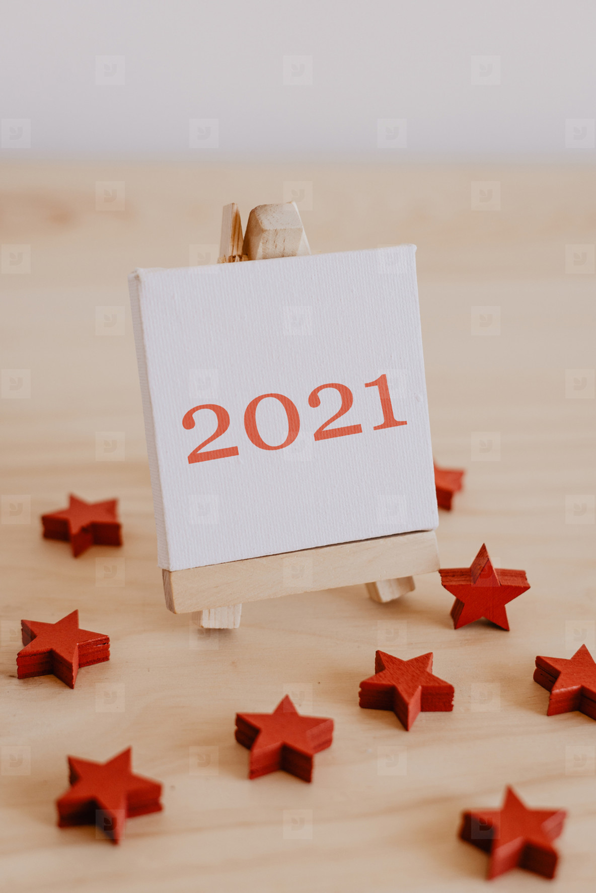 2021 written on the canvas of a painting easel with decorative red stars