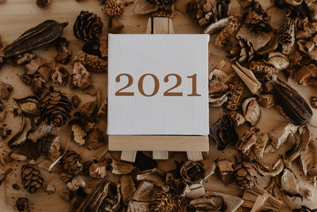 2021 written on the canvas of an easel with dried fruits