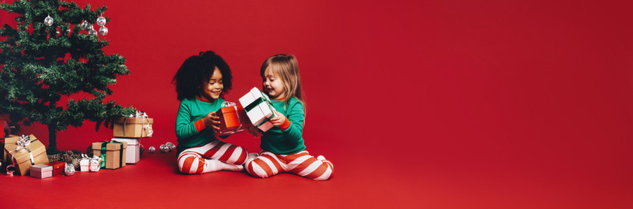 Kids exchanging christmas gifts