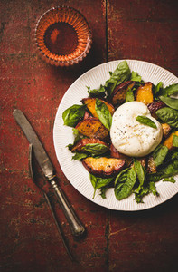 Seasonal salad with burrata cheese and peaches and rose wine