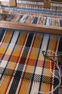 Plaid pattern forming on loom