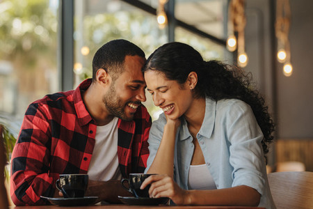 Couple spending time together in a cafe
