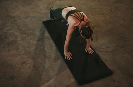 Woman doing mountain climber workout